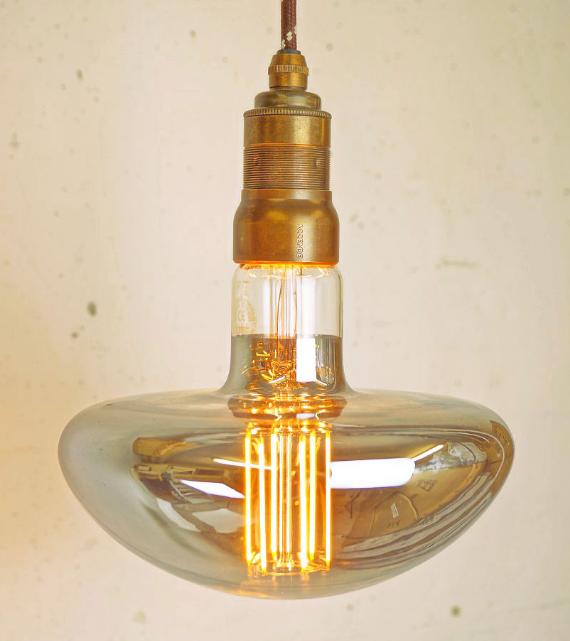 Accende entwirft formschöne Vintage-Fassungen für XXL-Glühbirnen