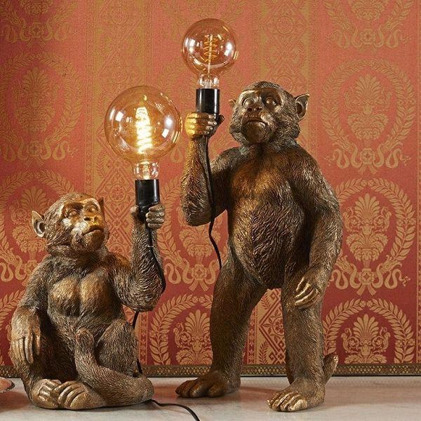 Stehleuchte Koko, stehend, Tischleuchte Abu, sitzend, gold